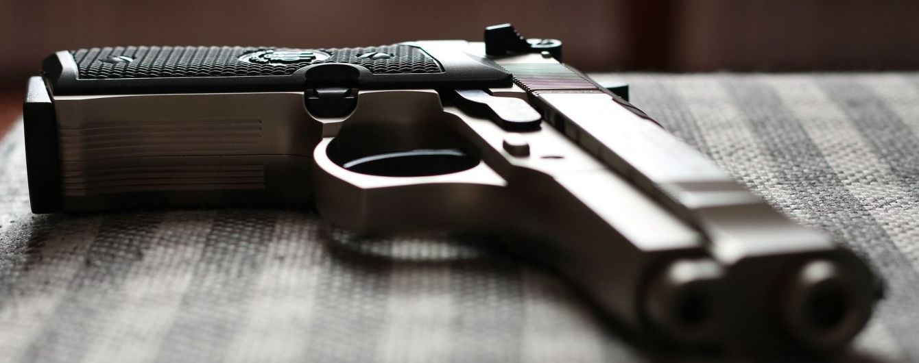 В центре Коростеня во время мужских разборок произошла стрельба из пистолета и автомата