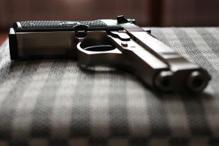 В Киеве среди бела дня неизвестный ограбил кредитное учреждение, угрожая пистолетом