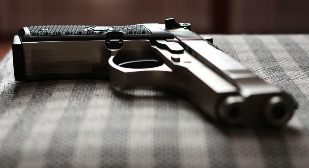 У Києві серед білого дня невідомий пограбував кредитну установу, погрожуючи пістолетом