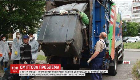 За полдня во Львове забрали более 200 тонн мусора
