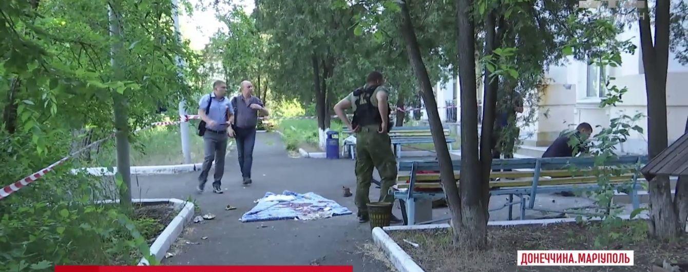 Серія вибухів у Маріуполі: очевидці говорять про поранених на базі спецпідрозділу МВС