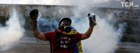 В Венесуэле протестующие атаковали парламент: есть пострадавшие