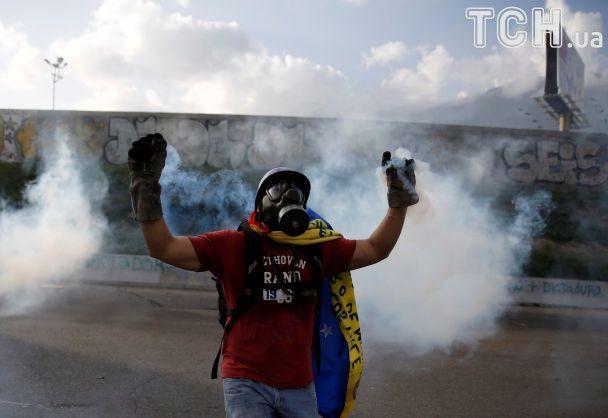 УВенесуелі протестувальники атакували парламент: є постраждалі