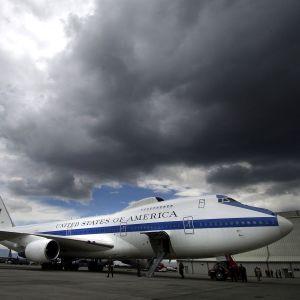 """Торнадо в США повредило самолеты """"конца света"""""""