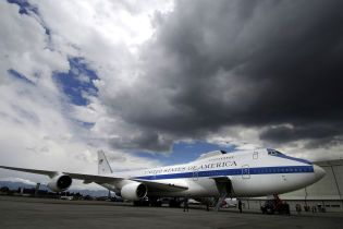 """Торнадо в США пошкодив літаки """"кінця світу"""""""