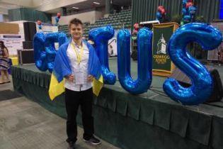 Украинский школьник выиграл престижную олимпиаду в США за изобретение по очистке воды