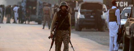 Смертельные взрывы в Пакистане: число жертв возросло вдвое