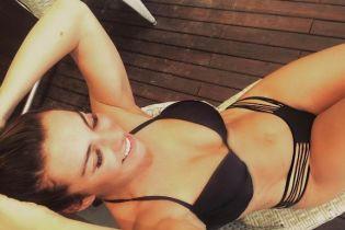 В отличной форме: Анна Седокова показала новые фото в бикини