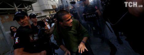 Сльозогінний газ та гумові кулі. У Стамбулі поліція розігнала марш за права ЛГБТ