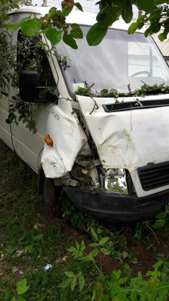 П'яний водій мікроавтобуса збив двох дітей, один хлопчик помер у лікарні