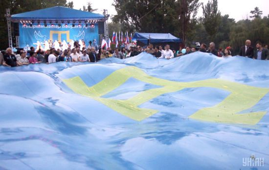 Порошенко закликав внести зміни до Конституції щодо автономії кримських татар