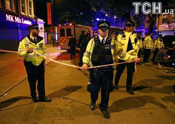 Молитви, поліцейські собаки та автомати: Лондон після чергового наїзду на натовп людей