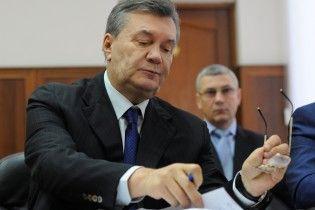 Низка відводів, клопотань та виклик поліції: адвокат Януковича не дає почати розгляд справи по суті