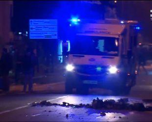 У Лондоні під час протестів проти свавілля поліції люди закидали камінням правоохоронців