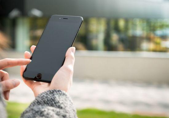 Уряд зняв обмеження для розрахунків через мобільні телефони
