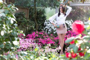 В пиджаке на голое тело: возлюбленная принца Гарри снялась в новой фотосессии