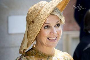 В золотом платье и необычной шляпе: королева Максима сходила в музей
