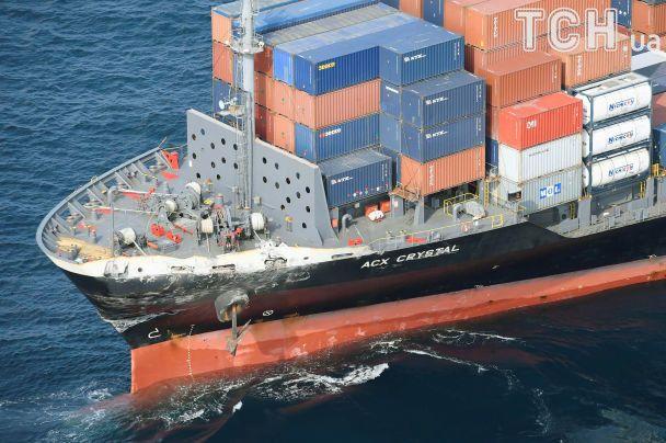 Внаслідок зіткнення есмінця ВМС США і торгового судна зникли безвісти сім моряків
