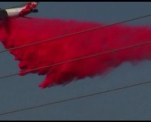 Из-за масштабного пожара у автострады в Калифорнии образовался длинный затор