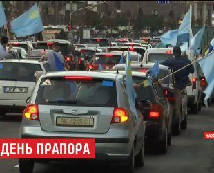 В Киеве активисты устроили автозабег в честь крымскотатарского флага