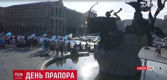 Кримськотатарські прапори підняли над усіма посольствами України у світі