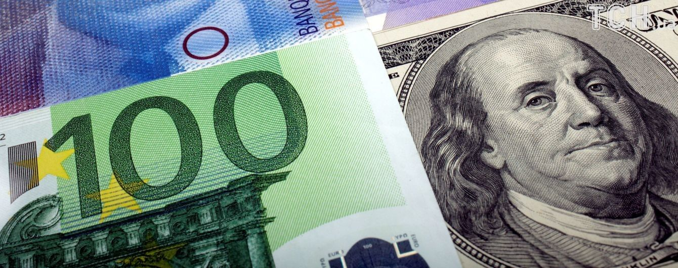 Долар і євро додали в ціні в курсах Нацбанку на вівторок. Інфографіка