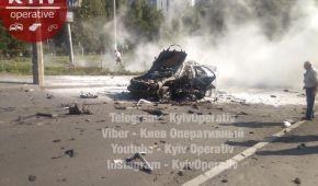 У Києві потужним вибухом рознесло автомобіль