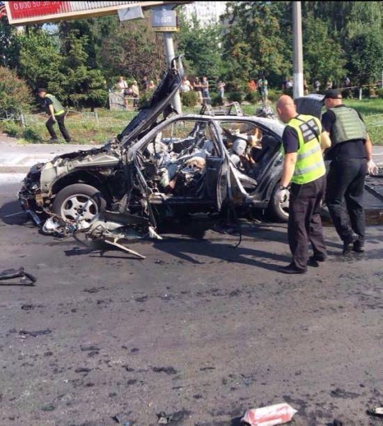 Унаслідок вибуху авто полковника ГУР у Києві постраждало двоє перехожих