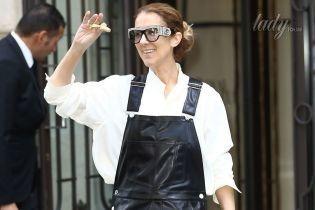 В кожаном комбинезоне и необычных босоножках: Селин Дион вышла к папарацци в стильном наряде