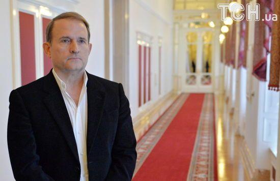 """Друзі-депутати та власна """"армія"""": журналісти розповіли про бізнес-інтереси і впливовість Медведчука"""