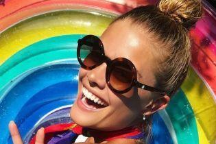 В бикини и без: экс-девушка Ди Каприо опубликовала пикантные кадры