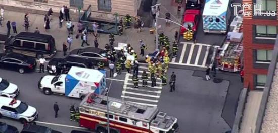 У Нью-Йорку через сходження потяга з рейок в метро постраждали десятки людей