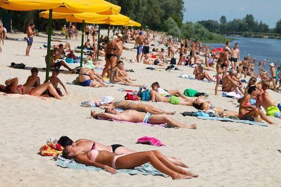 Вівторок в Україні буде зі спекою та сильними зливами в окремих регіонах. Прогноз на 25 липня