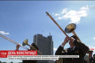 Україніці відзначили День Конституції парадом духових оркестрів, гопаком та флешмобом