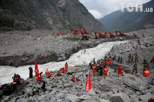 Понад 5 млн постраждалих та тисячі зруйнованих будинків: Китай атакувала потужна повінь