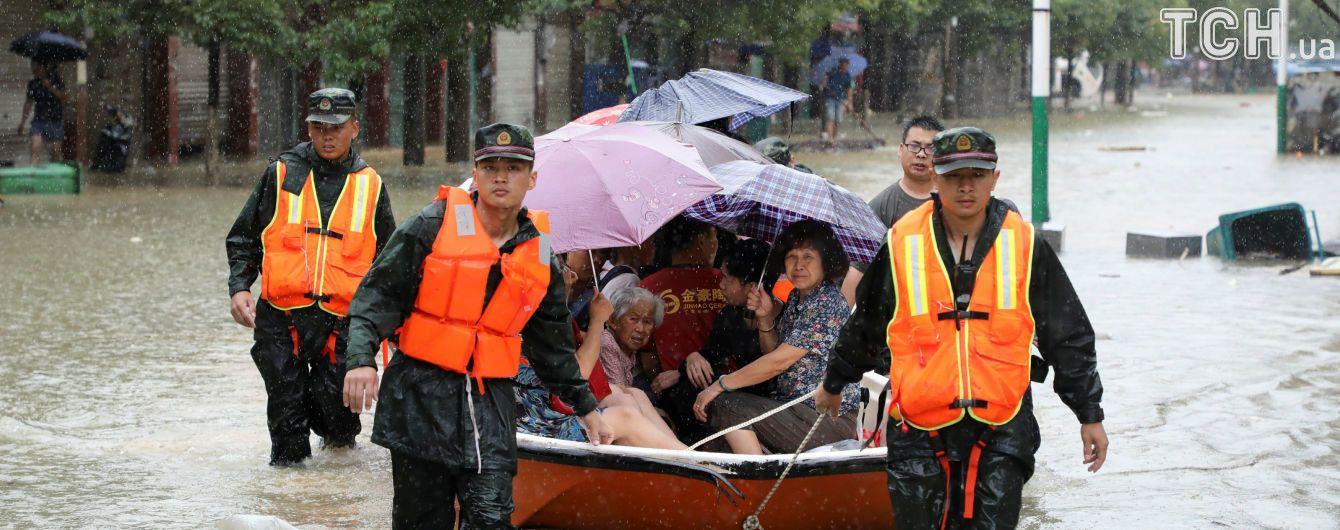 Более 5 млн пострадавших и тысячи разрушенных домов: Китай атаковало мощное наводнение