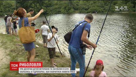 Родным погибших на Донбассе и ветеранам АТО устроили захватывающий День рыбака