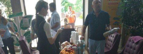 Росіяни в Туреччині: туристи винесли з кімнати квіти з корінням, туалетний папір і п'ять літрів алкоголю