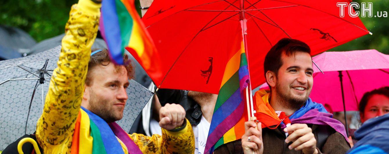 В Германии окончательно законом поддержали легализацию однополых браков
