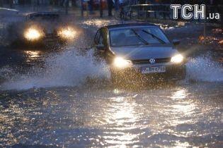Затопленные аэропорты, разбитые дома и водопады в метро. В Европе бушует непогода