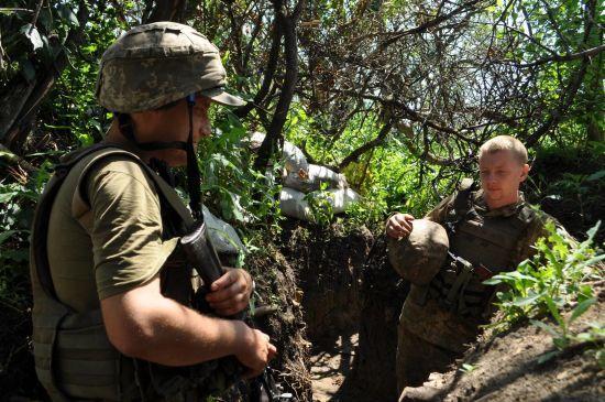 Ранковий обстріл з гранатометів біля Жовтого і різке затишшя бойовиків. Дайджест АТО