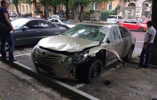 У центрі Одеси невідомі підірвали авто екс-депутата - ЗМІ