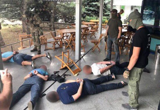 У Миколаєві затримали банду озброєних вимагачів