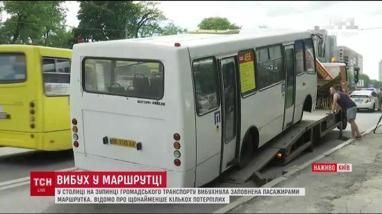 Вибух невідомого предмета у київській маршрутці відправив пенсіонерку в реанімацію