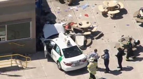 У Бостоні біля міжнародного аеропорту авто в'їхало у натовп: є постраждалі