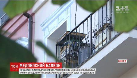 В Виннице на балконе многоэтажки мужчина обустроил пасеку