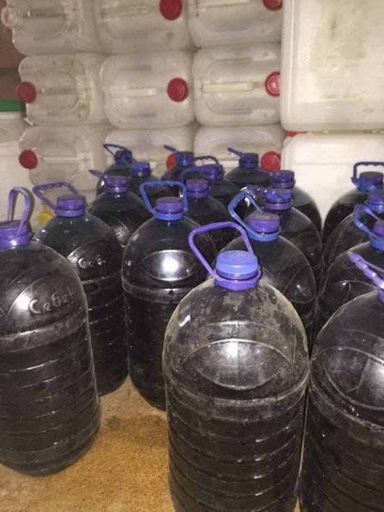 На Миколаївщині викрили поліцейських, які виготовляли та продавали недоброякісний алкоголь