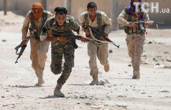 """""""Демократичні сили Сирії"""" вперше пробилися до старого міста Ракки та залишили пробоїни в мурі"""