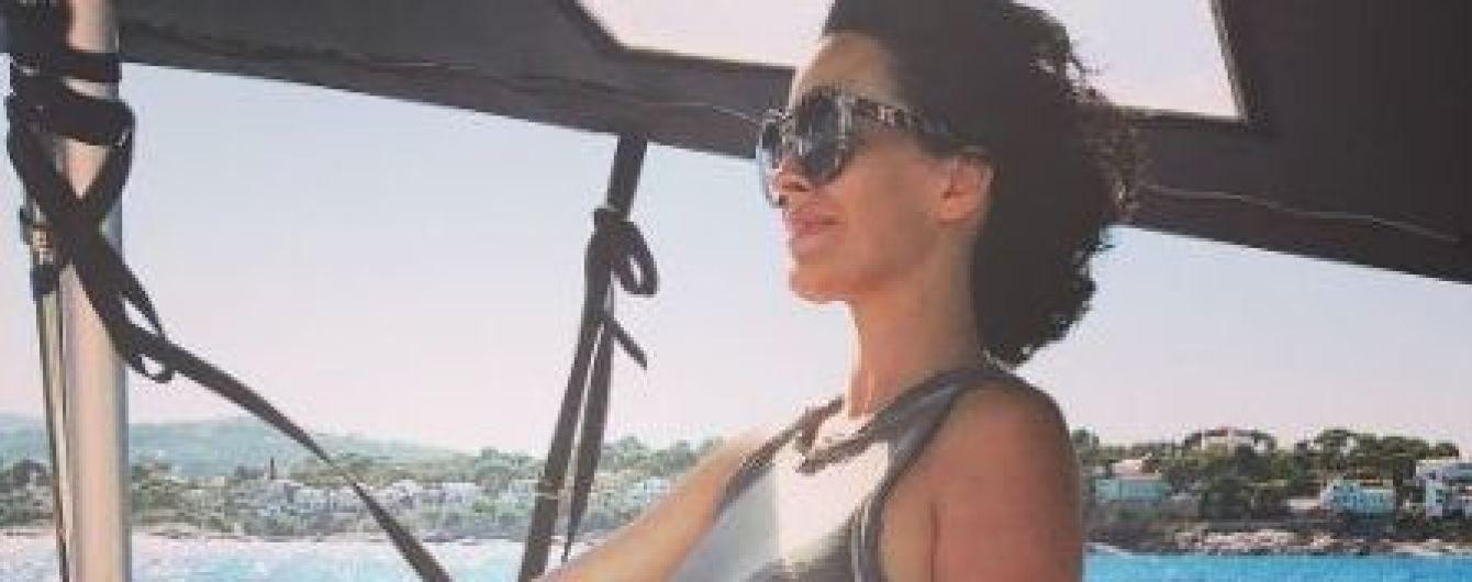 В бикини и за штурвалом: Даша Астафьева опубликовала новые снимки с отдыха