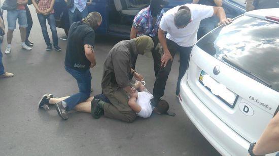 """Прокуратура затримала голову громадської організації за підозрою у щомісячному збиранні """"данини"""""""